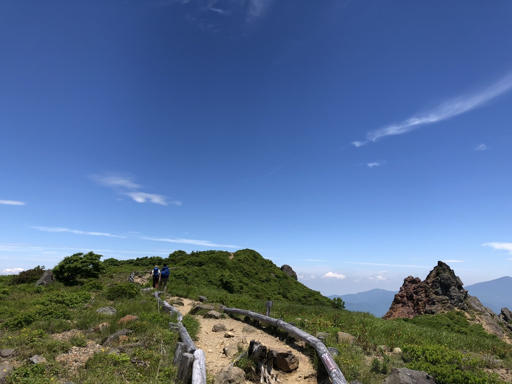 磐梯山・お花畑と天狗岩