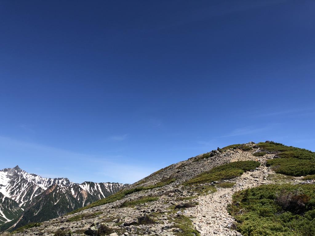 蝶ヶ岳・常念岳・蝶槍へ向かう稜線沿いの小高い丘
