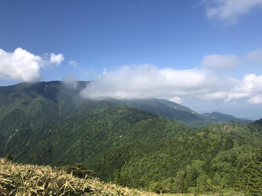 恵那山・パノラマ山頂から恵那山に向かう稜線