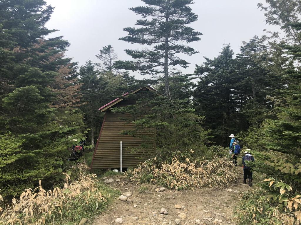 恵那山・恵那山山頂小屋近くの公衆トイレ