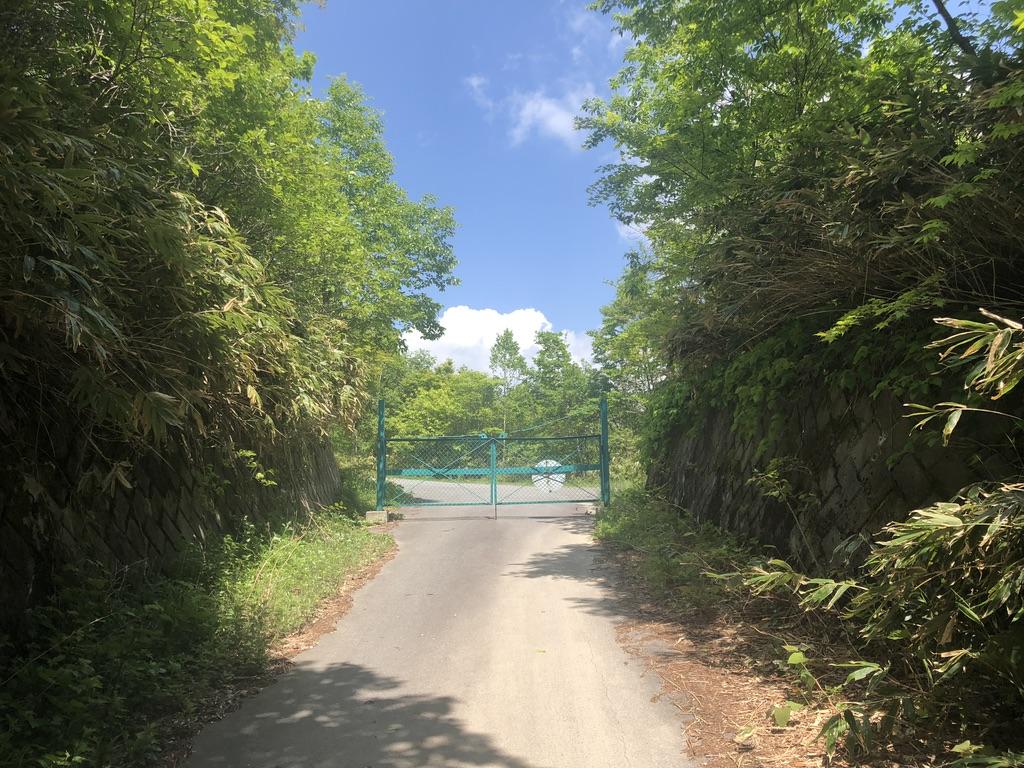 恵那山・廃道を行きゲートに辿り着く