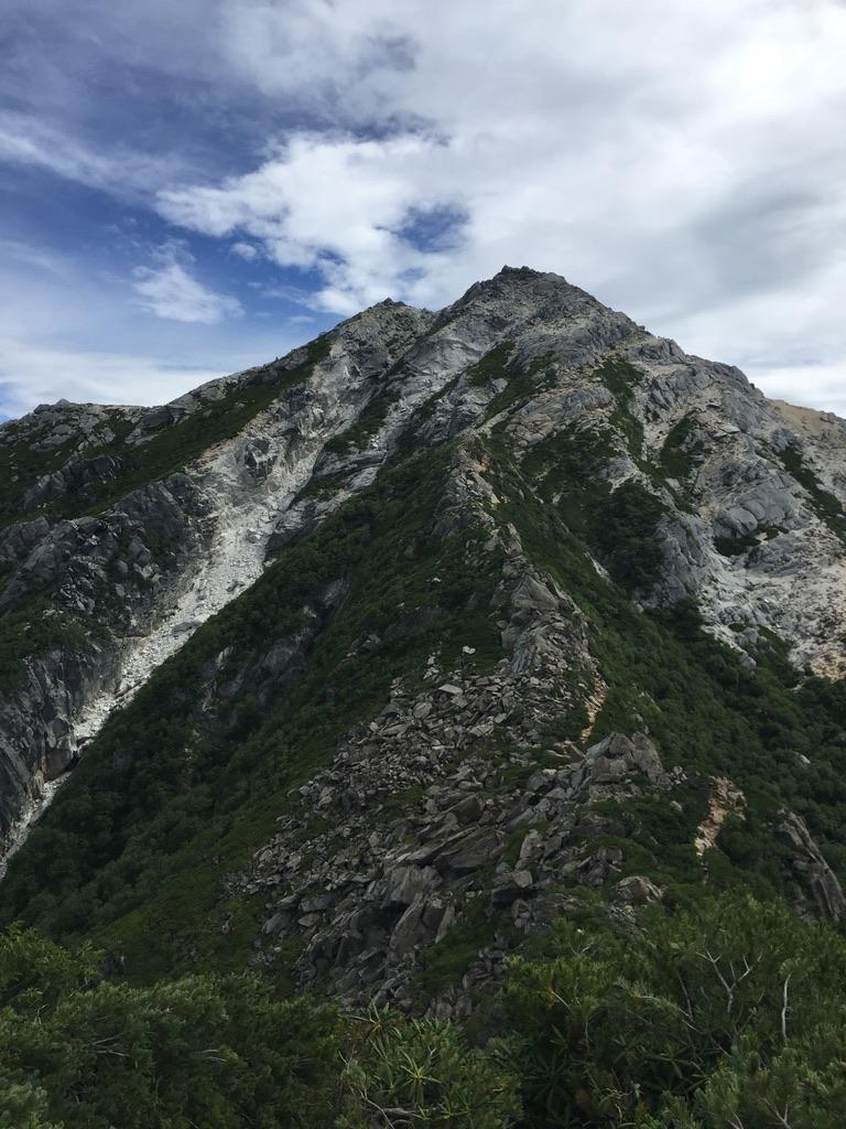 甲斐駒ヶ岳・駒津峰からはやせた岩尾根登ります