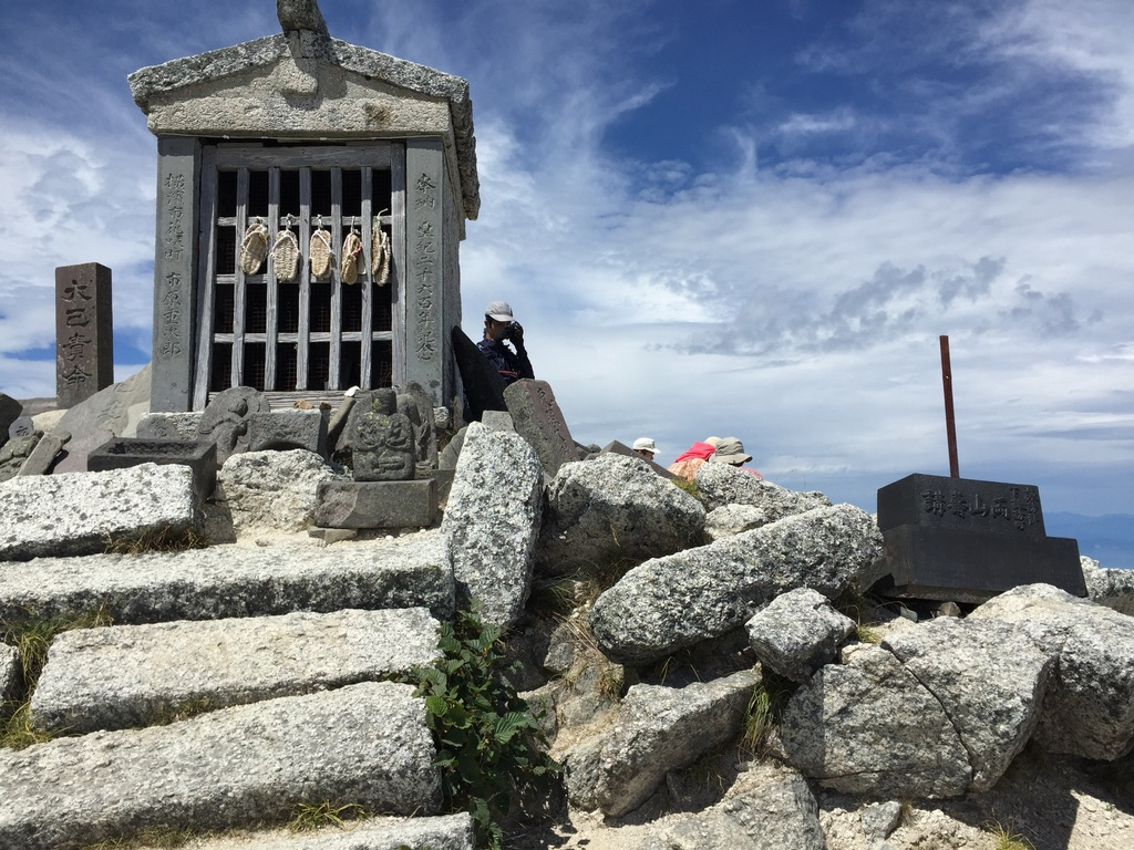 甲斐駒ヶ岳・山頂の祠