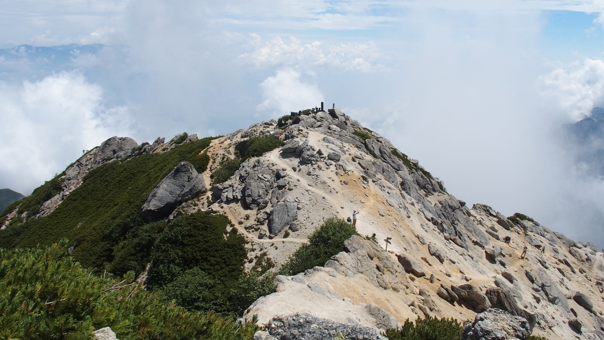 甲斐駒ヶ岳・山頂から駒ヶ岳神社奥社へ