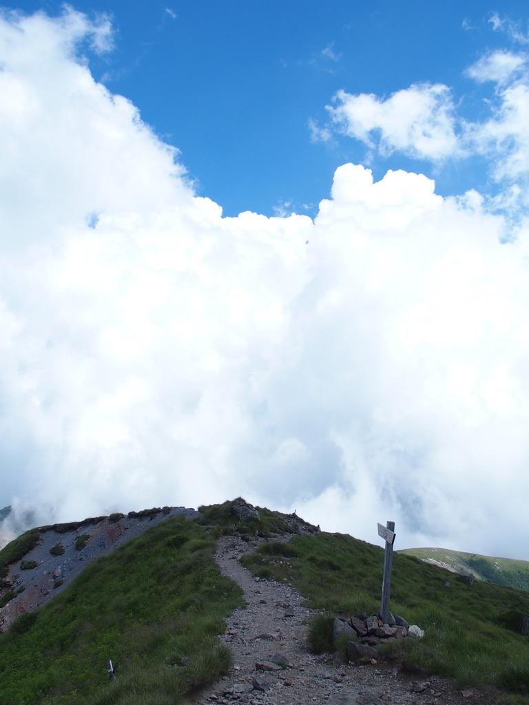 日光白根山・日光白根山山頂から前白根山へ