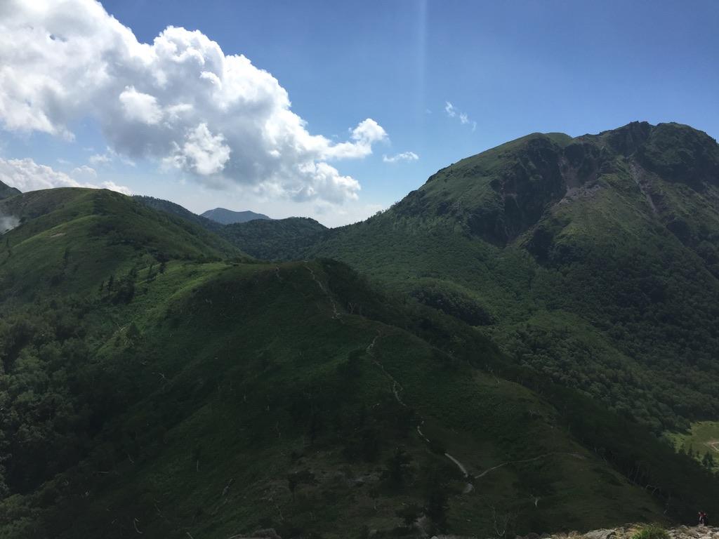 日光白根山・日光白根山から前白根山へと続く稜線