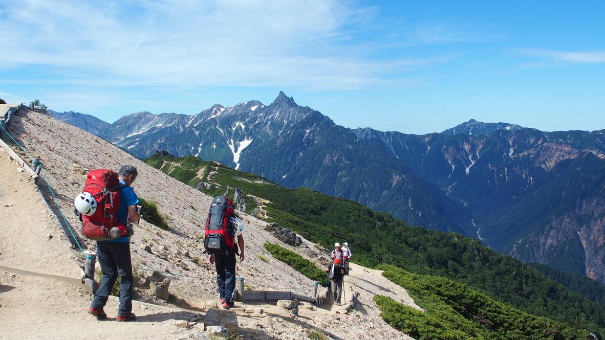 燕岳・常念岳、大天井岳に向かう道からの槍ヶ岳、笠ヶ岳