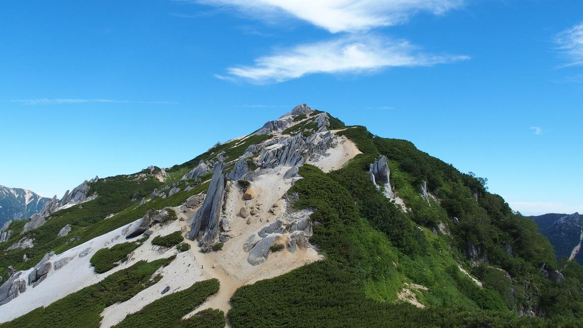 燕岳・砂と岩の不思議な稜線