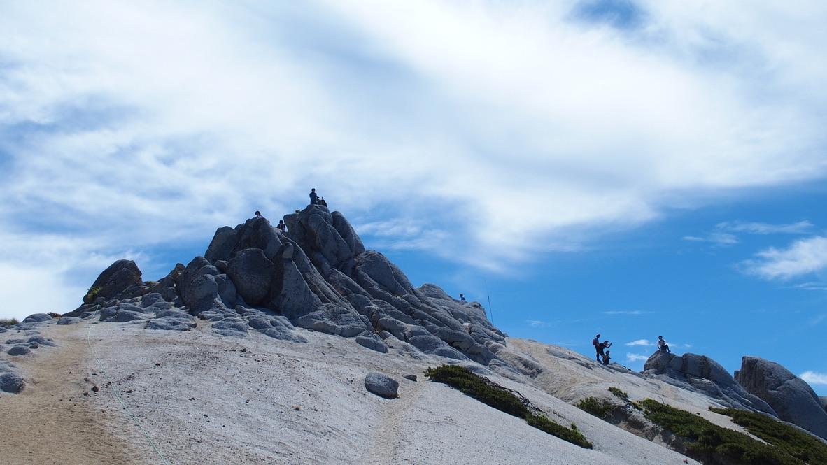 燕岳・幻想的な砂と岩の山