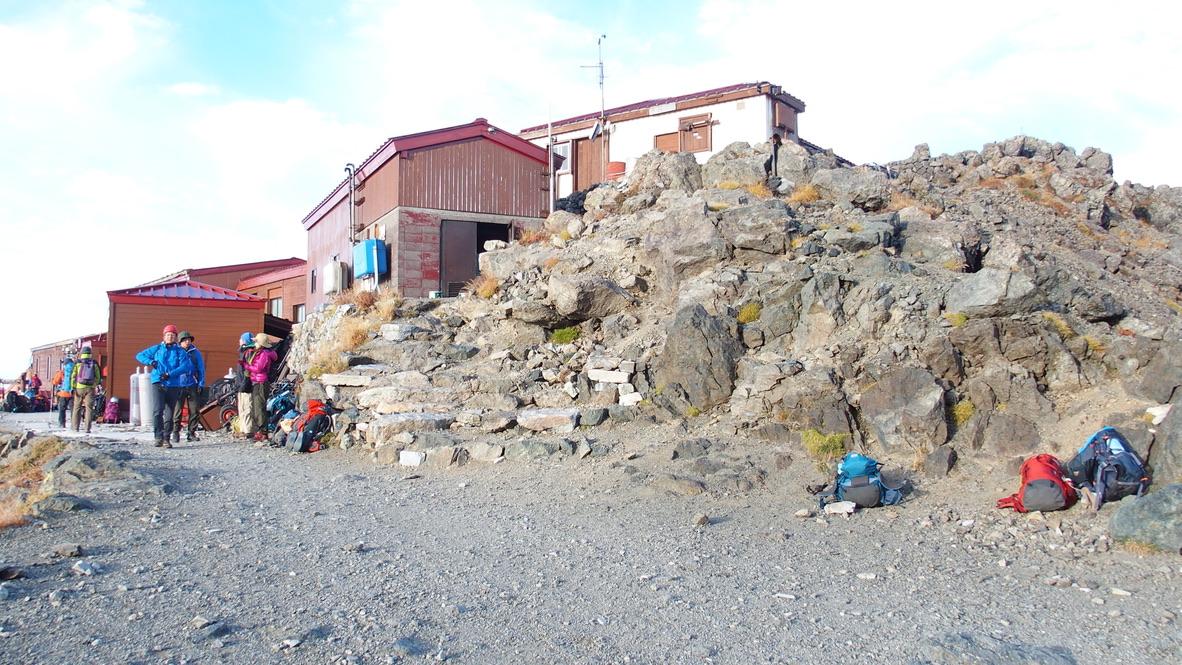 槍ヶ岳・涸沢・槍ヶ岳山荘に荷物をデポしていって、山頂アタックはじめましょう