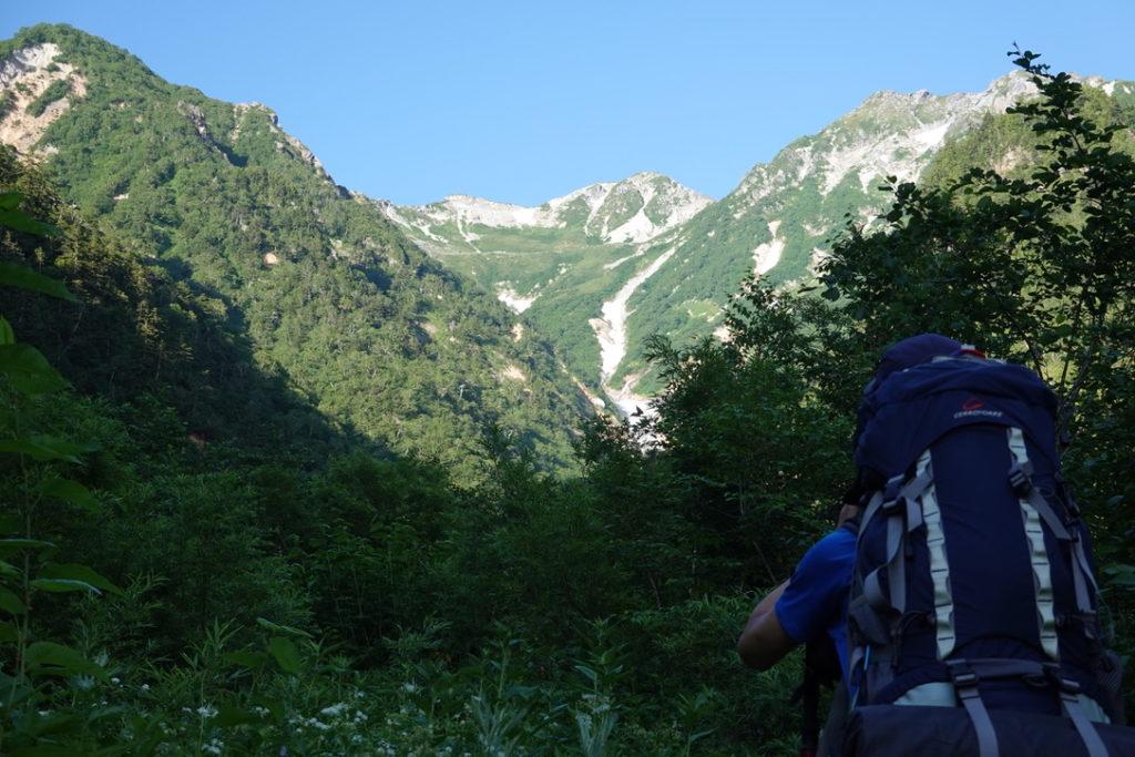 針ノ木岳・蓮華岳・遠くに見える針ノ木雪渓と針ノ木岳
