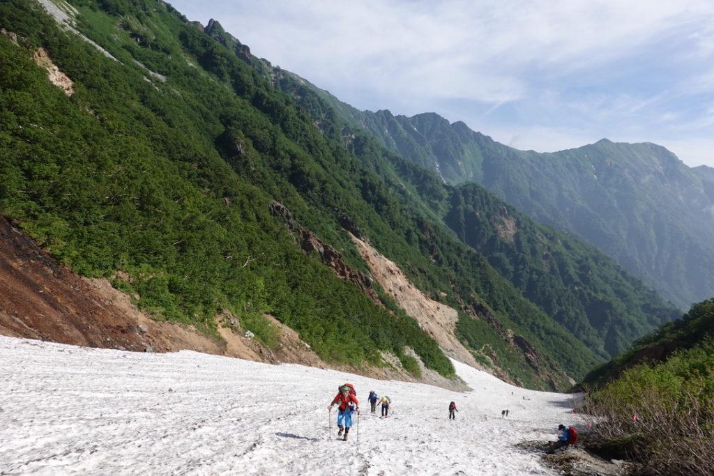 針ノ木岳・蓮華岳・針ノ木雪渓を自分たちのペースで一歩一歩登ります