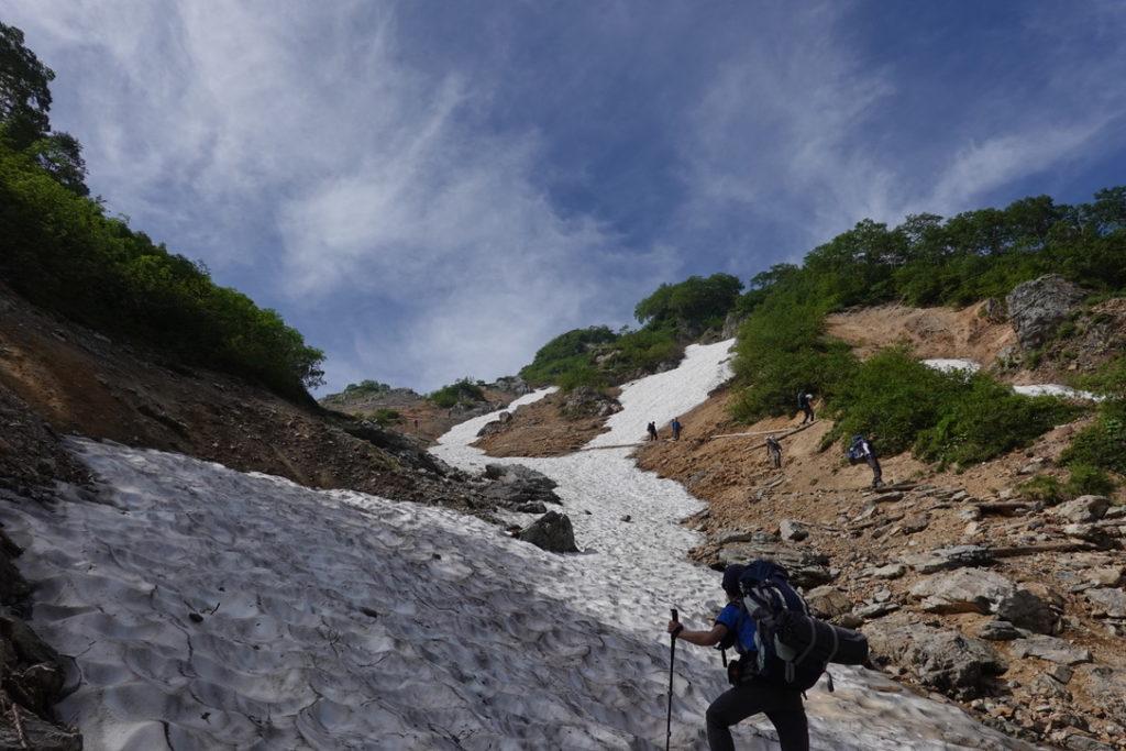 針ノ木岳・蓮華岳・針ノ木雪渓終わった後も、しっかり1時間くらい登ります