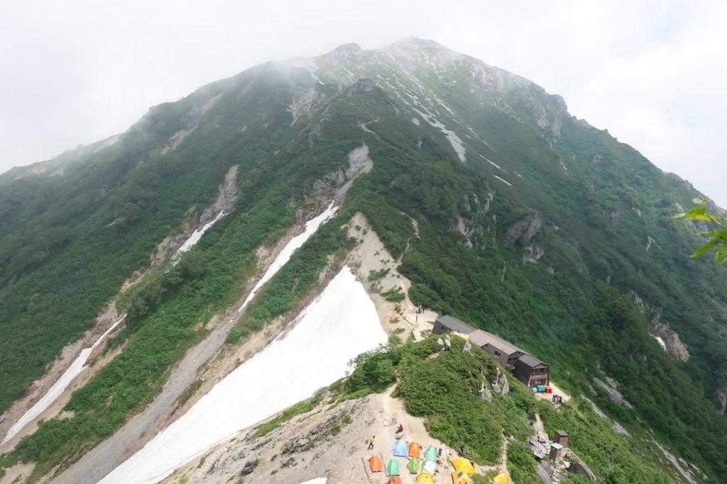 針ノ木岳・蓮華岳・針ノ木小屋挟んでお向かいの蓮華岳に向かいます