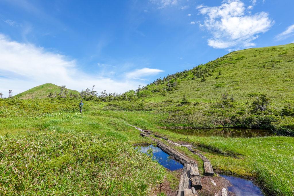 巻機山・木道と池塘