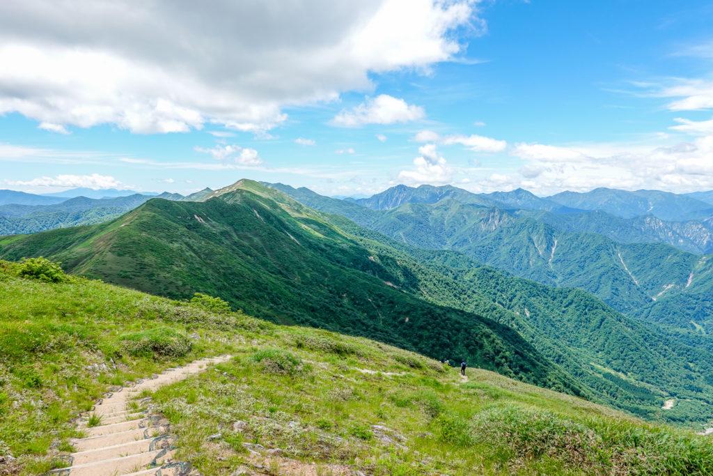 巻機山・井戸尾根からの朝日岳と谷川岳