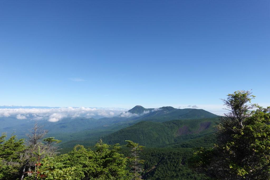 東天狗岳・西天狗岳・西尾根から見る北八ヶ岳(蓼科山、北横岳)