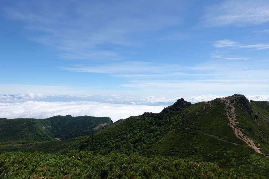 東天狗岳・西天狗岳・西天狗岳山頂からの東天狗岳、稲子岳、ニュウ
