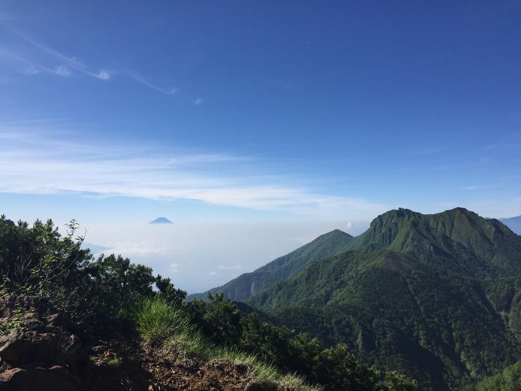 南八ヶ岳・中岳のコルからの富士山