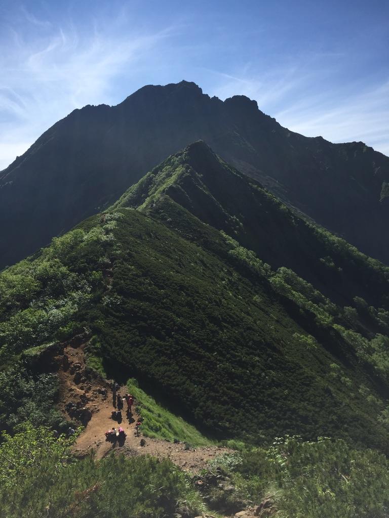 南八ヶ岳・阿弥陀岳からの中岳、赤岳