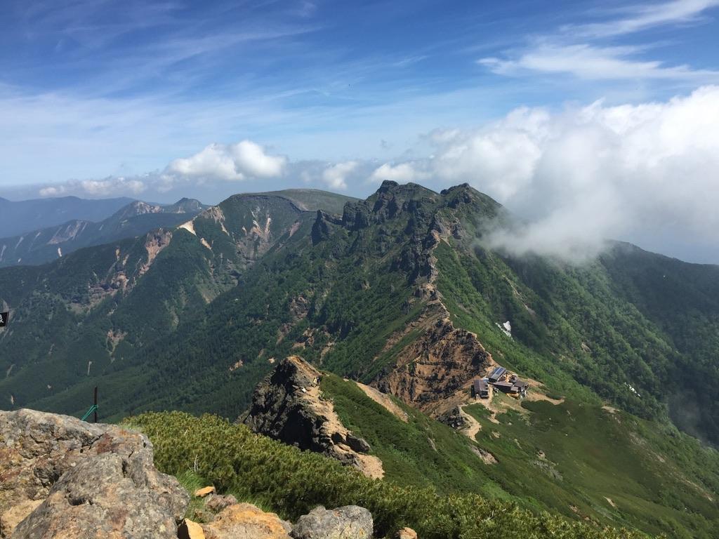 南八ヶ岳・赤岳からの横岳、硫黄岳と北八ヶ岳の山々