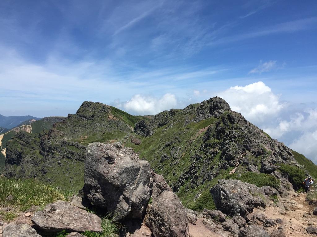 南八ヶ岳・数々の峰を越え横岳を歩く