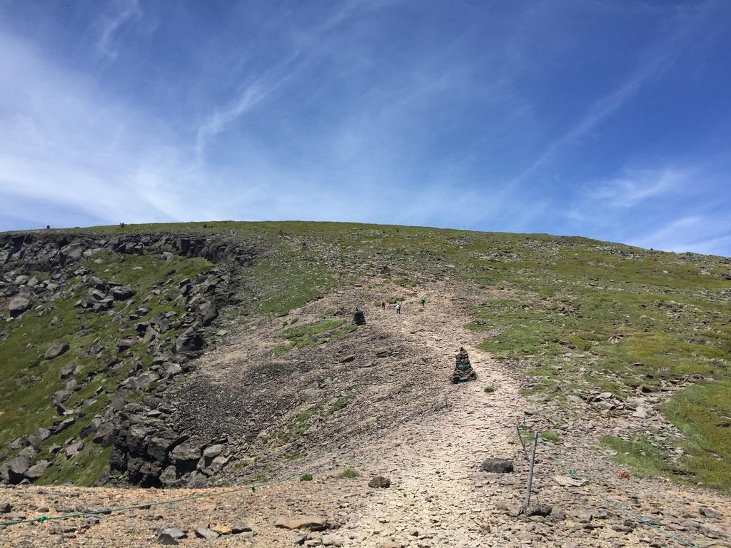 南八ヶ岳・ケルンをたよりに硫黄岳登りましょう