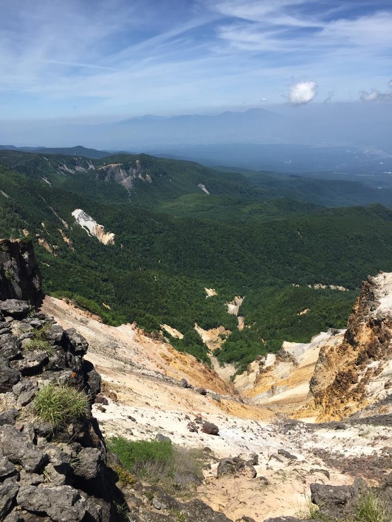 南八ヶ岳・硫黄岳の火口の下