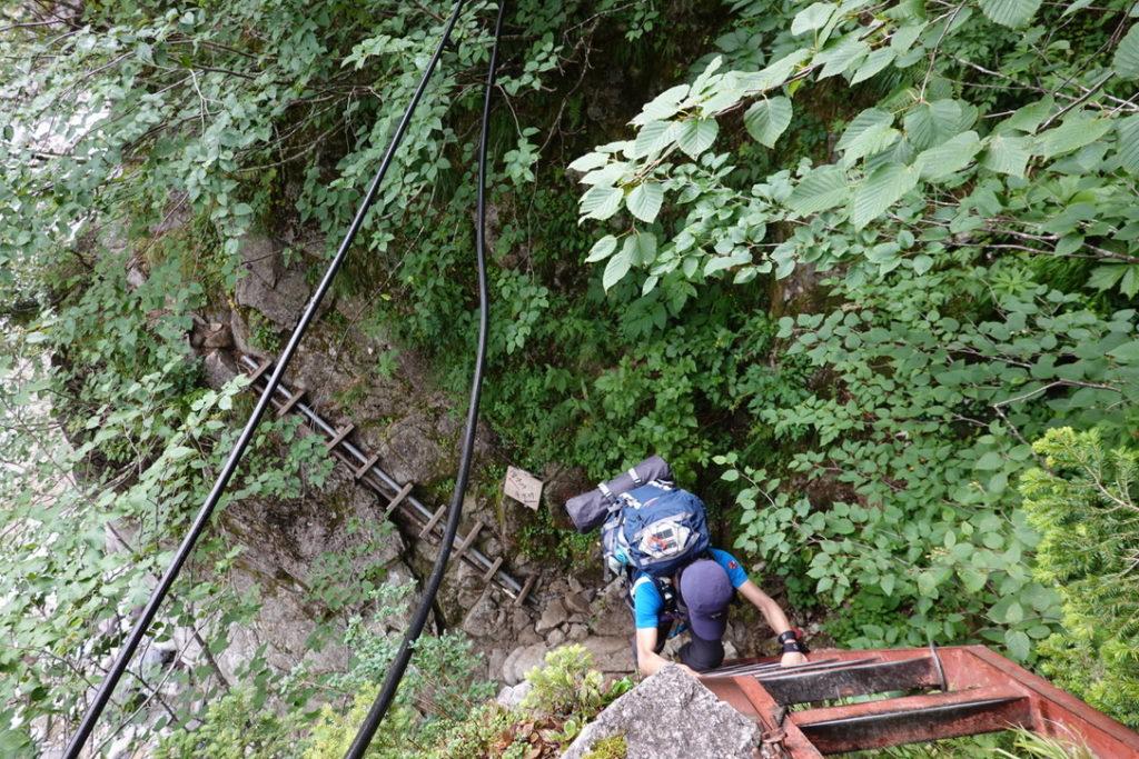 雲ノ平・吊り橋の後はハシゴをつかって沢に下ります