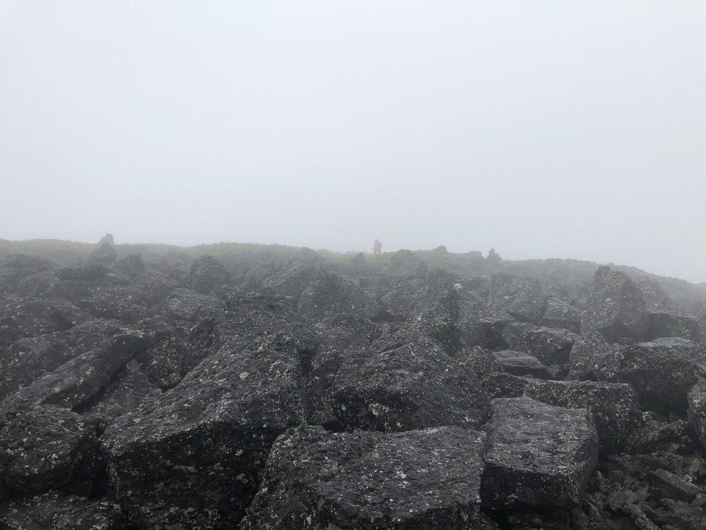 雲ノ平・祖父岳は大きな岩がゴロゴロあります