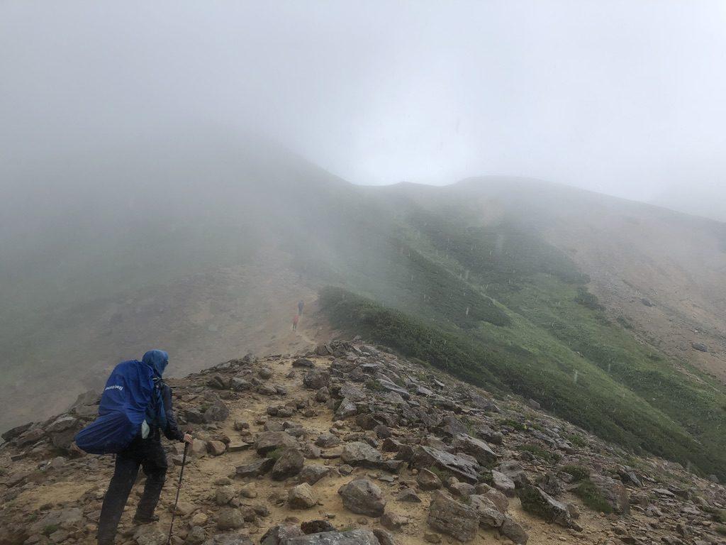 雲ノ平・岩苔乗越向かう道・ちょっと先が見えてきた?