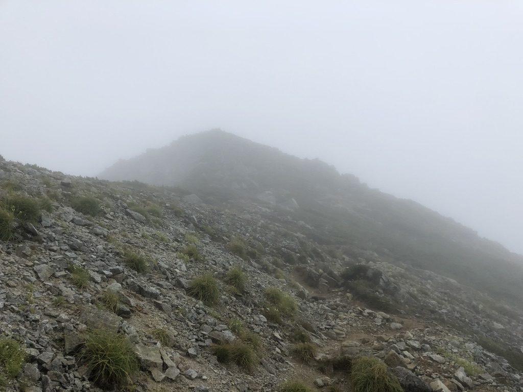 雲ノ平・祖父岳から鷲羽岳はずっと登り坂なのです