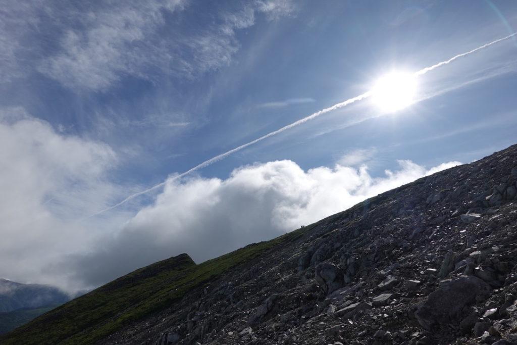 雲ノ平・黒部五郎岳の急登(下り)から肩を見る