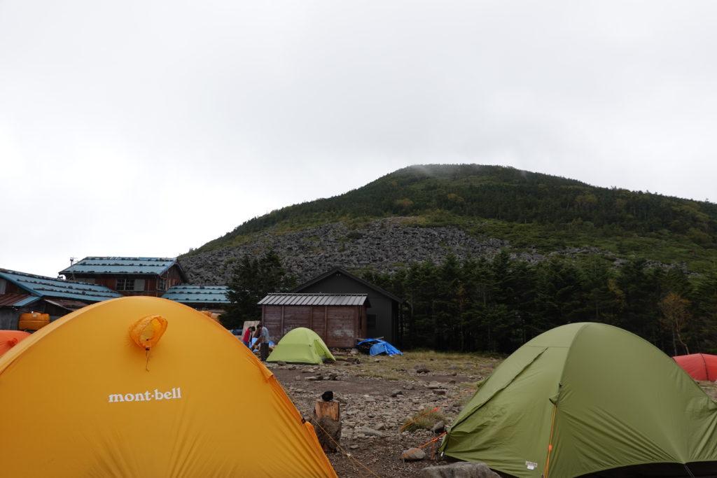 編笠山・権現岳・青年小屋のテント場からの編笠山