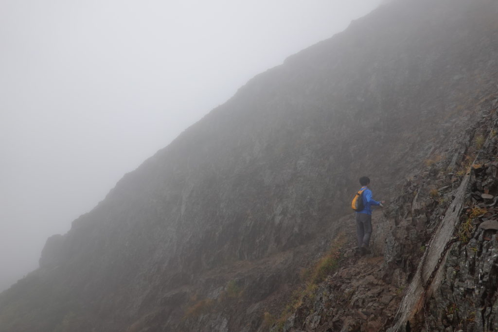 編笠山・権現岳・崖を落ちないように慎重に