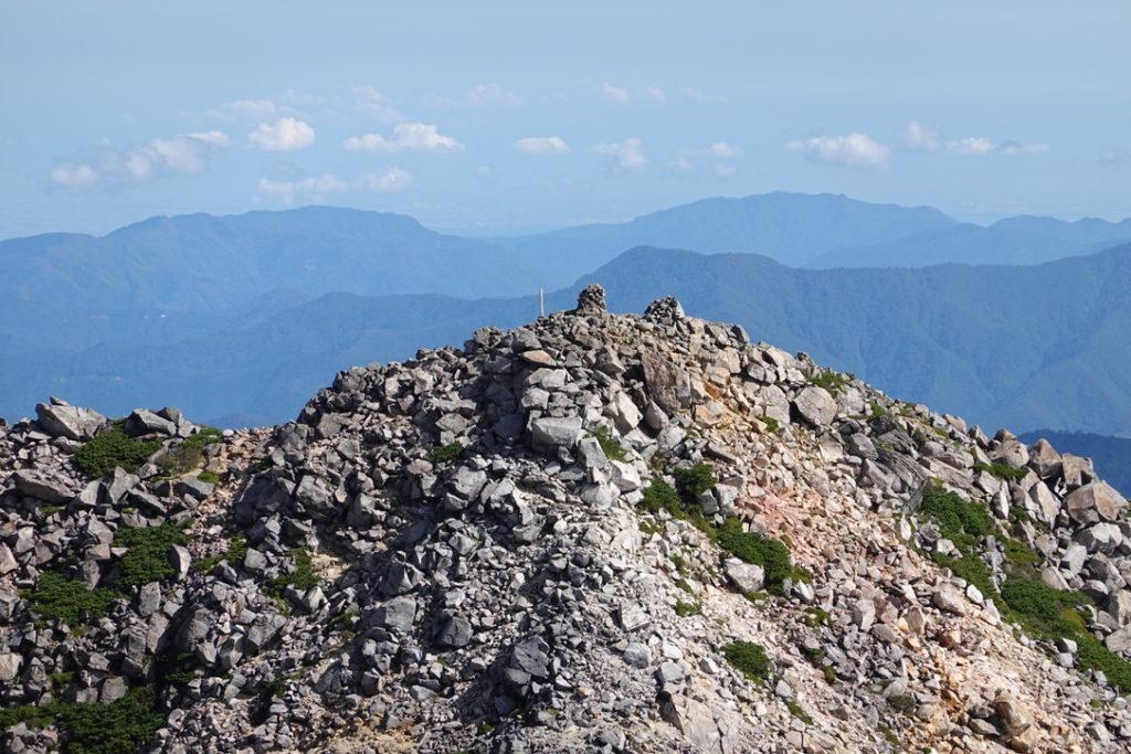 白山・御前峰山頂からの剣ヶ峰・ズーム