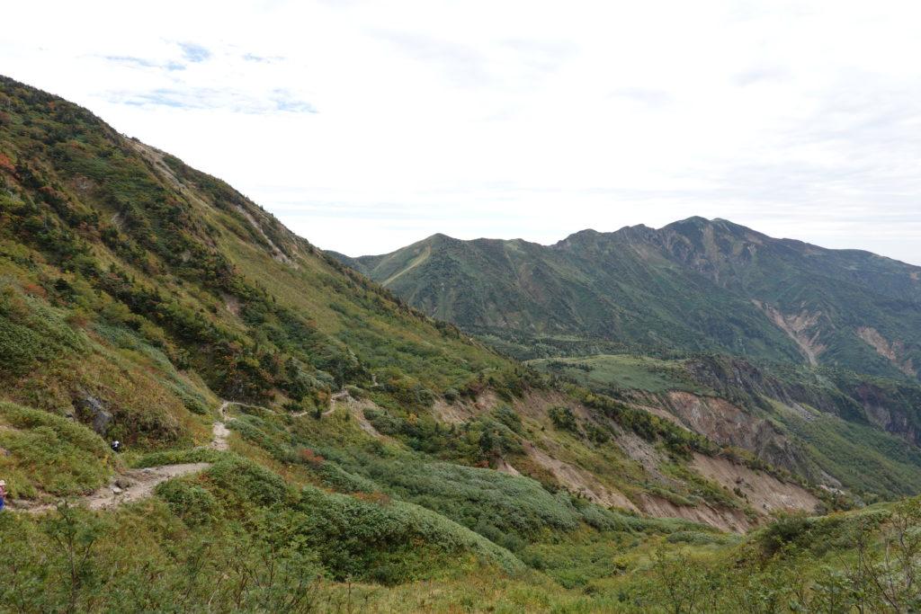 白山・砂防新道を別山を見ながら下る