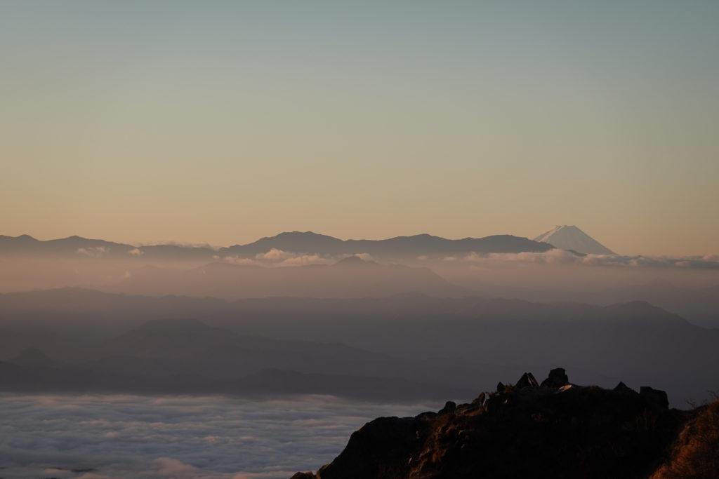 浅間山(前掛山)・トーミの頭からの南アルプスと富士山