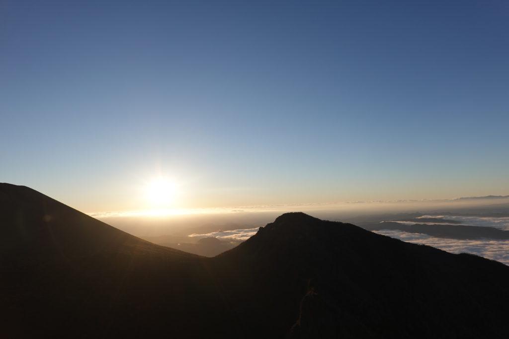 浅間山(前掛山)・トーミの頭からの日の出の剣ヶ峰