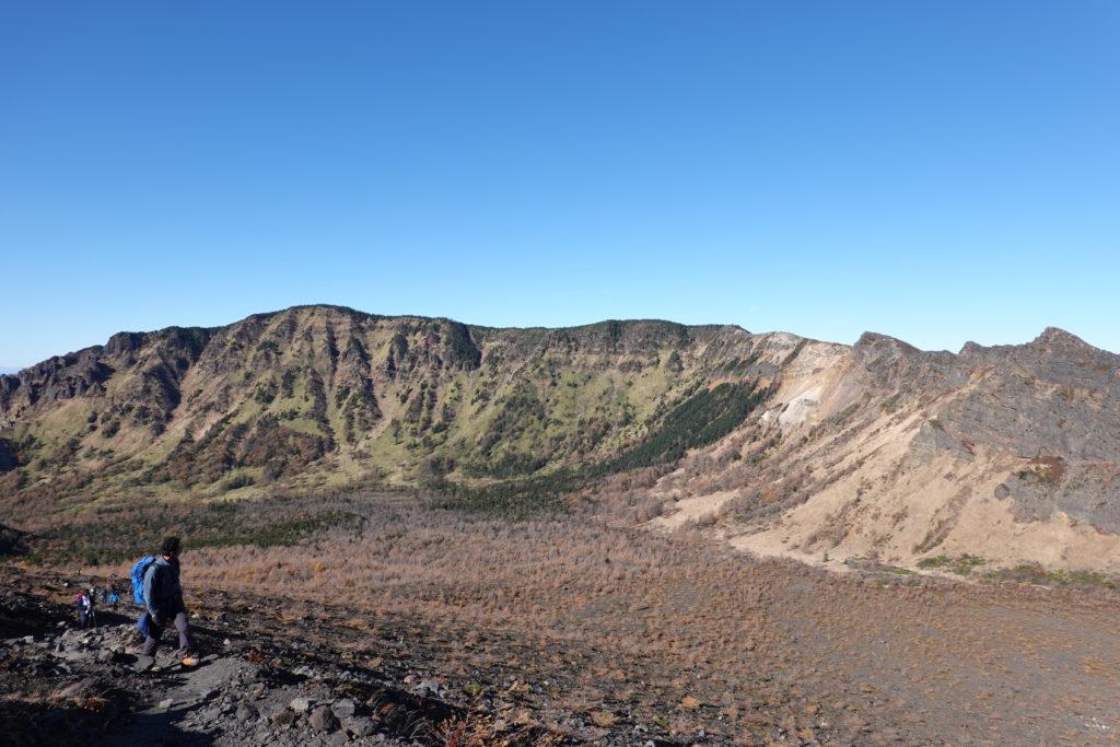 浅間山(前掛山)・賽ノ河原をななめにつっきり前掛山登山道に合流です