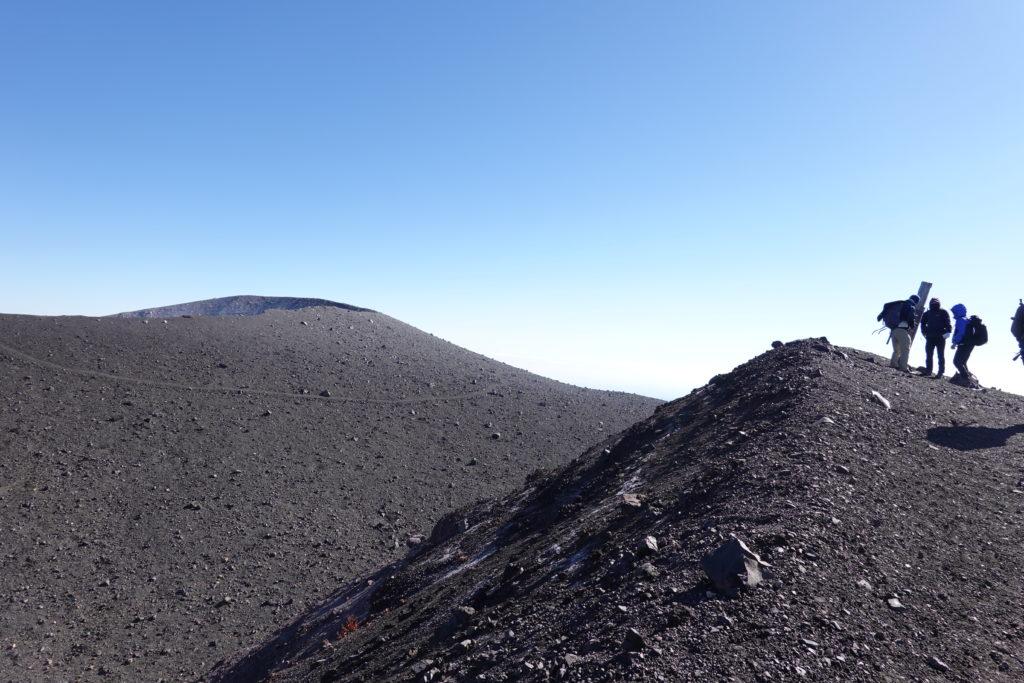 浅間山(前掛山)・前掛山山頂標識と釜山