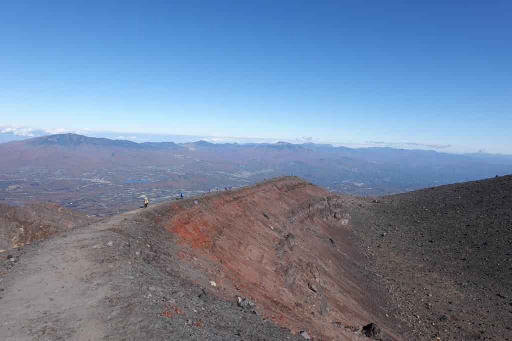 浅間山(前掛山)・前掛山山頂への道は赤かった