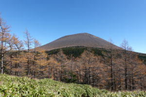 浅間山(前掛山)・黄葉と前掛山