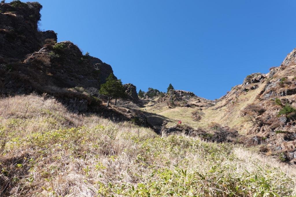 浅間山(前掛山)・草すべり、すべるくらいの急登です