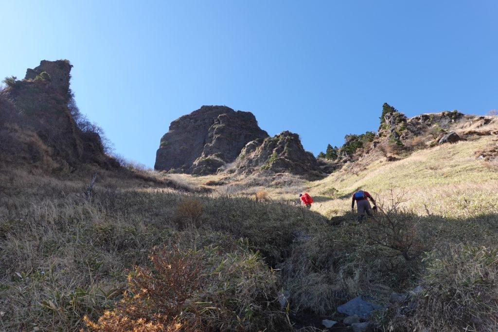 浅間山(前掛山)・草すべりは続きます
