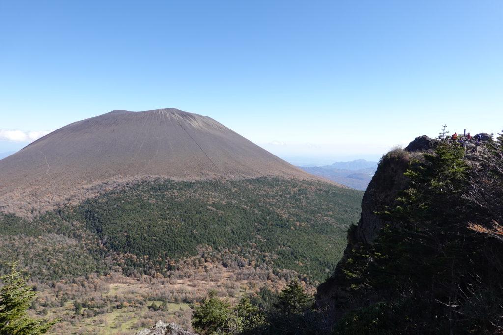 浅間山(前掛山)・トーミの頭と浅間山(前掛山)