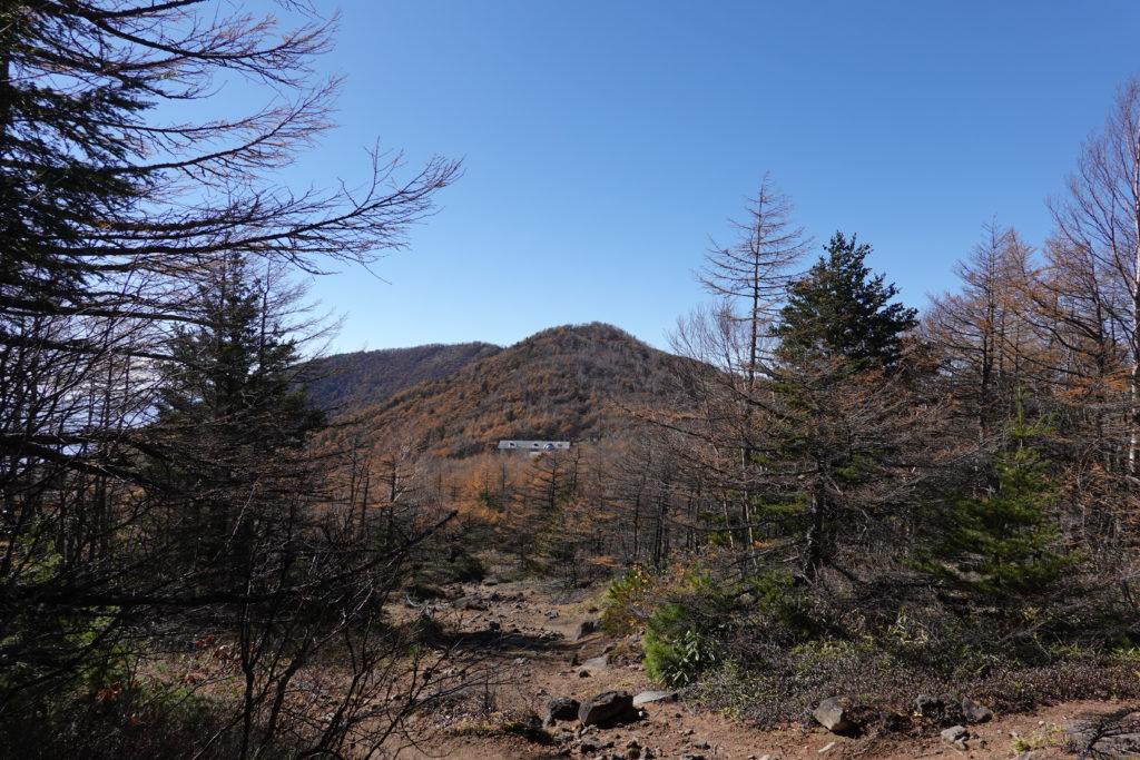 浅間山(前掛山)・黒斑コース・表コース・前に建物見えてきた!