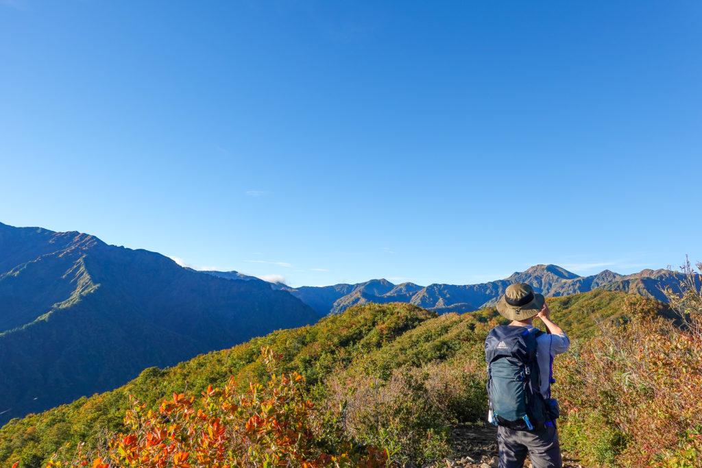 越後駒ヶ岳(魚沼駒ヶ岳)・越後三山最高峰、中ノ岳を見ながら道行山へ