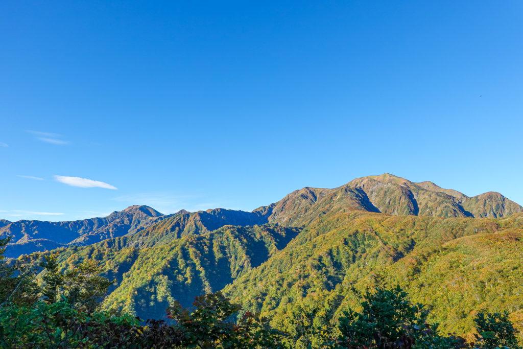 越後駒ヶ岳(魚沼駒ヶ岳)・道行山近辺からの中ノ岳と越後駒ヶ岳2