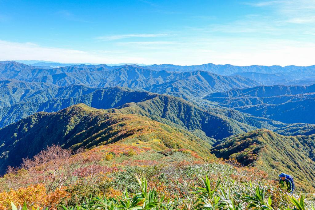 越後駒ヶ岳(魚沼駒ヶ岳)・百草ノ池を上から発見